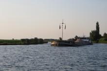 Zomaar een binnenvaartschip op de Eem